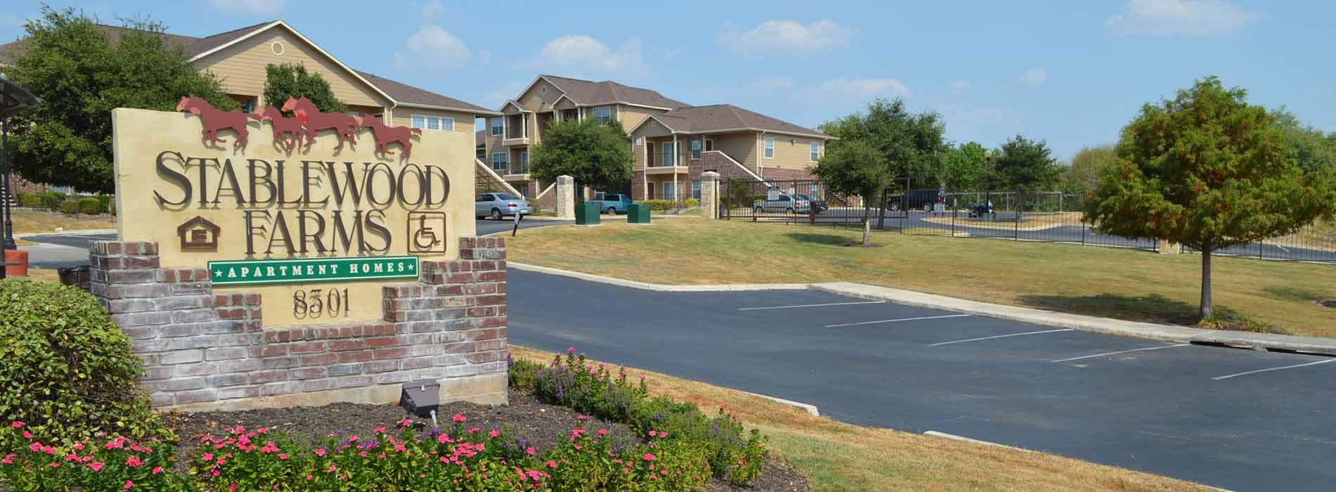 Stablewood Farms Apartments | San Antonio, TX | (210) 645 9100